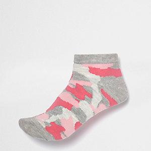 Pink camo sneaker socks