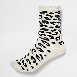 Light grey leopard print ankle socks