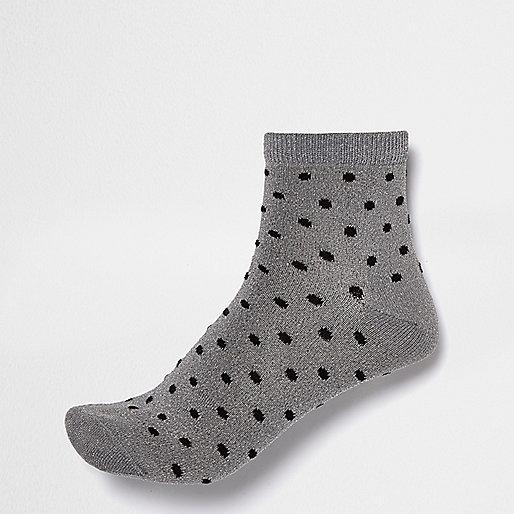 Silberne, gepunktete Socken