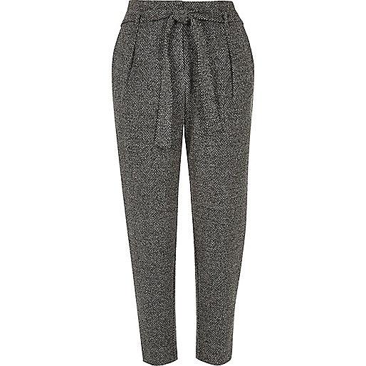 Pantalon gris fuselé doux à cordon