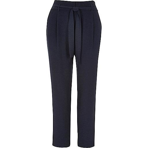 Pantalon bleu marine doux fuselé avec cordon