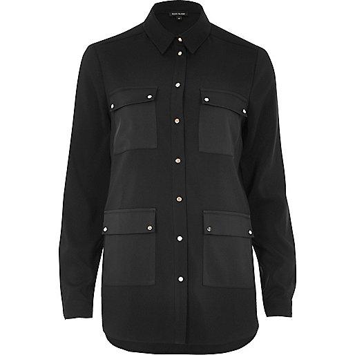 Chemise en satin noir à quatre poches