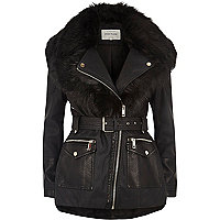 Manteau noir à fausse fourrure et ceinture