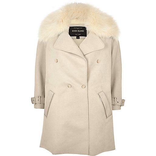 Zweireihiger Mantel mit Kunstfellbesatz in Creme