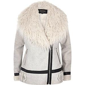 Manteau style aviateur gris clair en fausse fourrrure façon Mongolie