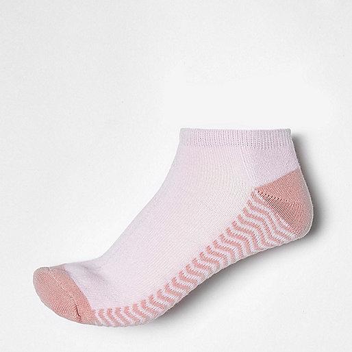 Rosa, gestreifte Sneaker-Socken