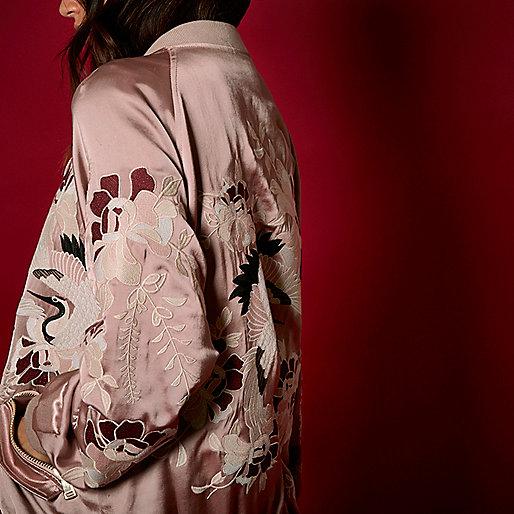 Blouson RI Studio en satin rose brodé