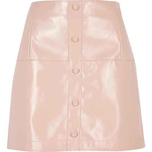 Mini-jupe rose vernie boutonnée