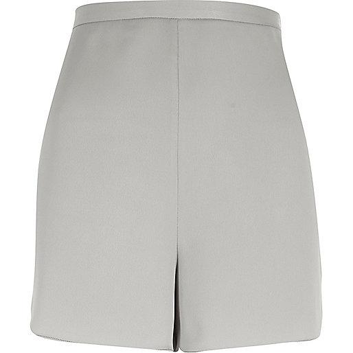Short gris habillé à taille haute