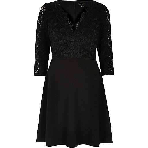 Robe évasée noire en dentelle de luxe