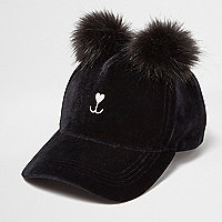 Black pom pom kitty cap