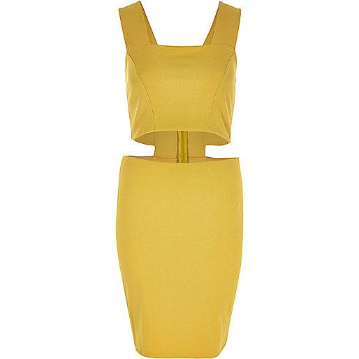Gelbes Kleid mit Aussparungen