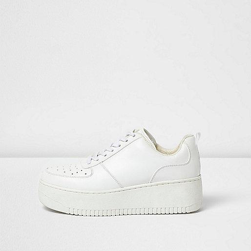 Weiße Plateau-Sneaker zum Schnüren