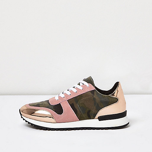 Pinke Lack-Sneaker mit Camouflage-Muster