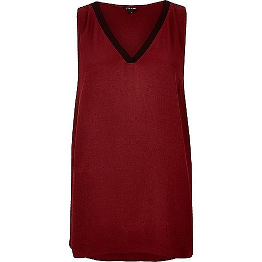 Dark red sporty V-neck vest