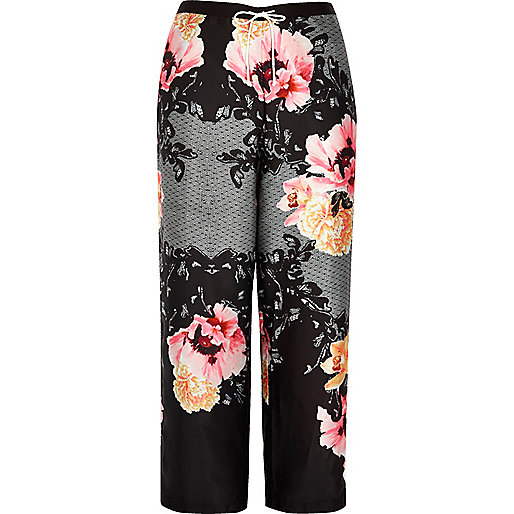 Plus black floral print pyjama trousers
