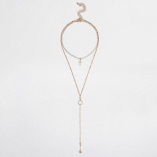 Goldene, mehrreihige Halskette mit Kreuzanhänger