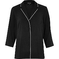 Leichtes, schwarzes Hemd
