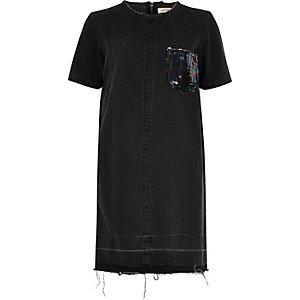 Robe en jean noire avec poche ornée de sequins