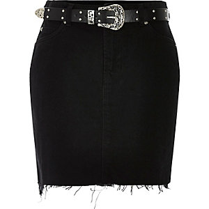 Black frayed denim skirt with Western belt