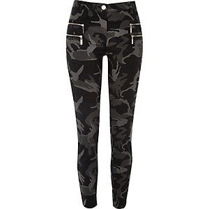 Graue Camouflage-Superskinny-Hose mit Reißverschluss