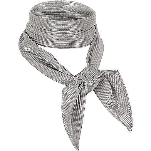 Foulard argenté plissé à nouer