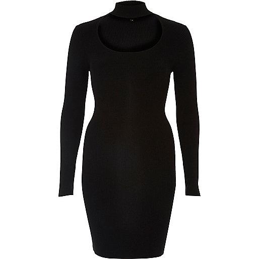 Schwarzes, geripptes Kleid mit U-Ausschnitt