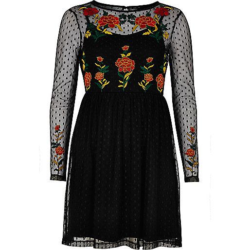 Robe patineuse ornée motif roses en tulle noire