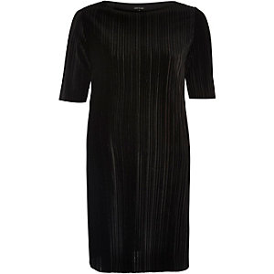Black velvet pleated dress
