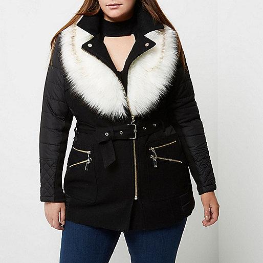 Plus – Wattierter Mantel mit Kunstfellkragen