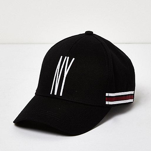 Schwarze, gestreifte Kappe