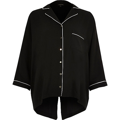 Schwarzes Oversized-Hemd