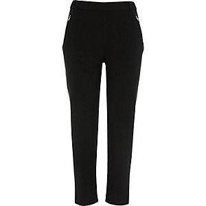 Pantalon fuselé noir à empiècement contrastant