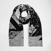 Schwarzer, leichter Schal