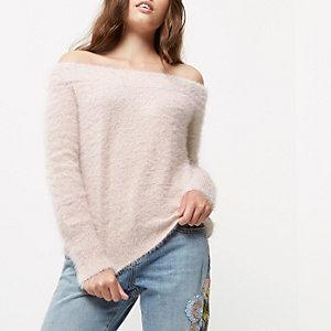 Top Petite rose en tricot duveteux à col Bardot