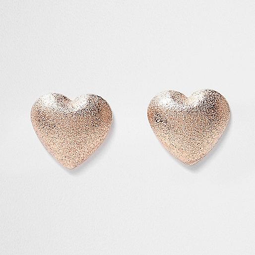 Roségoldene, sandgestrahlte Herz-Ohrringe