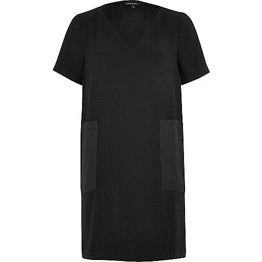 Schwarzes T-Shirt-Kleid mit Taschen