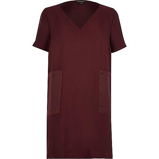 Robe t-shirt rouge foncé avec poches plaquées