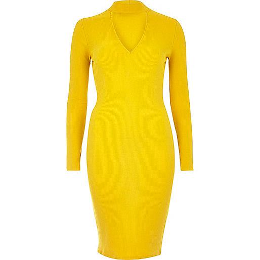 Robe jaune côtelée moulante avec ras du cou