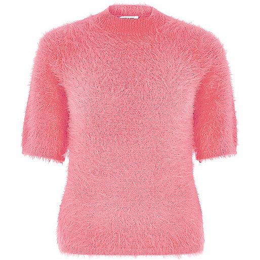 T-shirt duveteux rose à col roulé