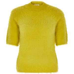Limettengrünes, flauschiges T-Shirt mit Rollkragen