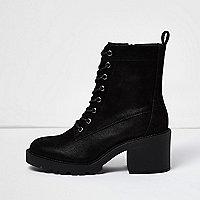 Bottes noires à lacets et semelle épaisse