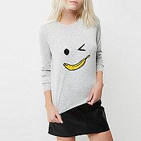 Petite – Grauer Pullover mit Bananengesichts-Motiv