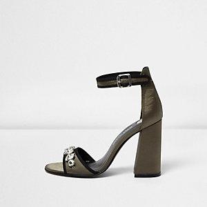 Sandales kaki ornées à talons carrés