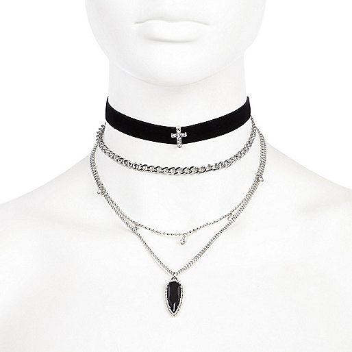 Black velvet layered choker necklaces