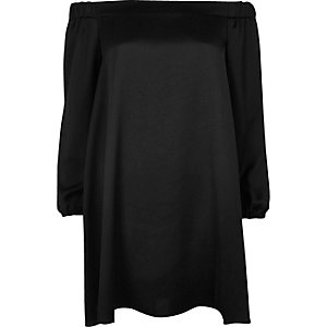 Schwarzes, schulterfreies Swing-Kleid