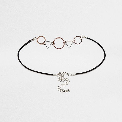 Schwarzes Halsband mit geometrischen Formen