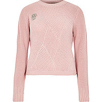 Pink ribbed knit sweater with brooch