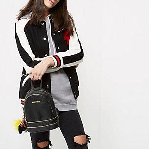 Mini sac à dos noir zippé avec breloque