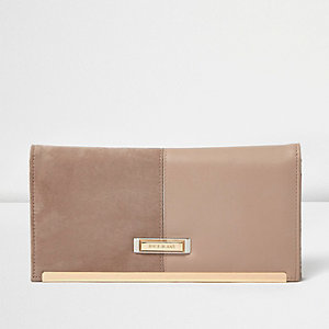 Nude panel travel wallet